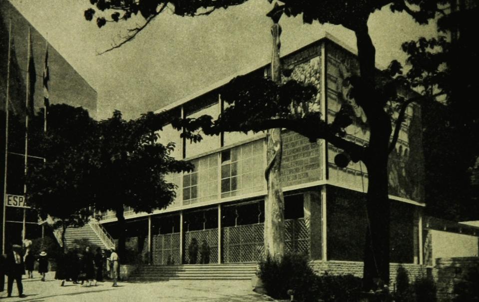 Vue extérieure du pavillon espagnol présenté à l'Exposition internationale de Paris, 1937
