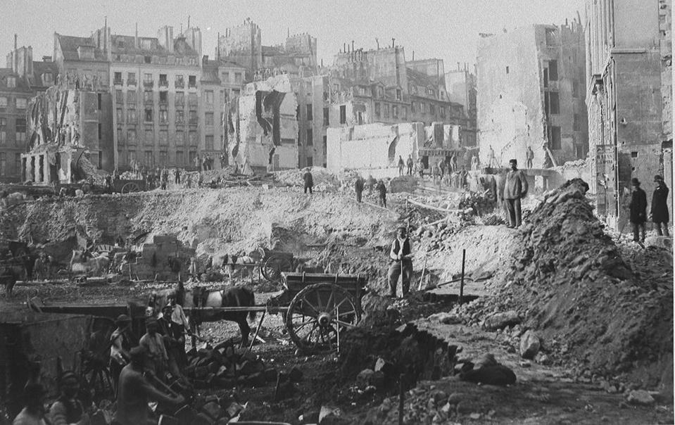 Avenue de l'Opéra. Chantier de la Butte du Moulin et de la rue Saint-Roch. Photographie de Charles Marvilles. 1862 - Source : BnF