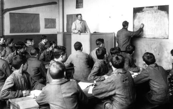 Salle de cours, Agence Meurisse, 1931 - Source : BnF