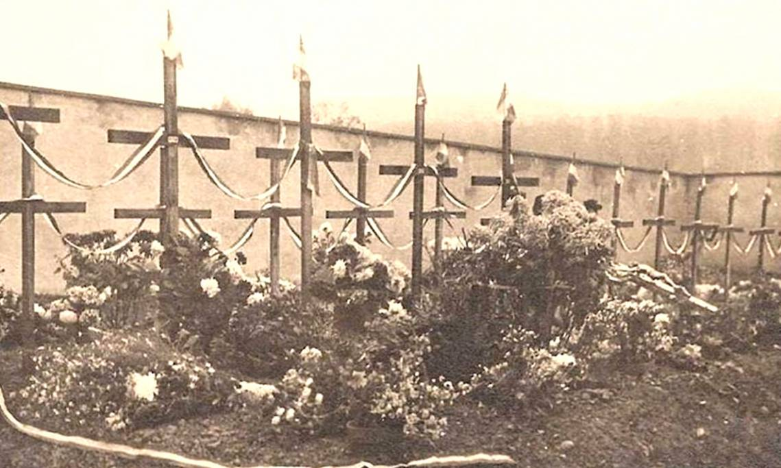 Tombe de résistants détenus à Montluc et fusillés au mois de juin 1944 à Saint-Didier-de-Formans - source : Musée de la Résistance