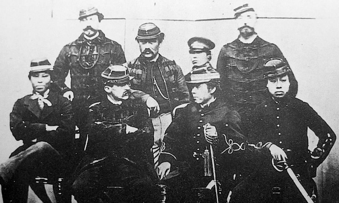 Le capitaine Jules Brunet – en bas à gauche – et son escadrille de combattants japonais rebelles, circa 1868 - source : WikiCommons