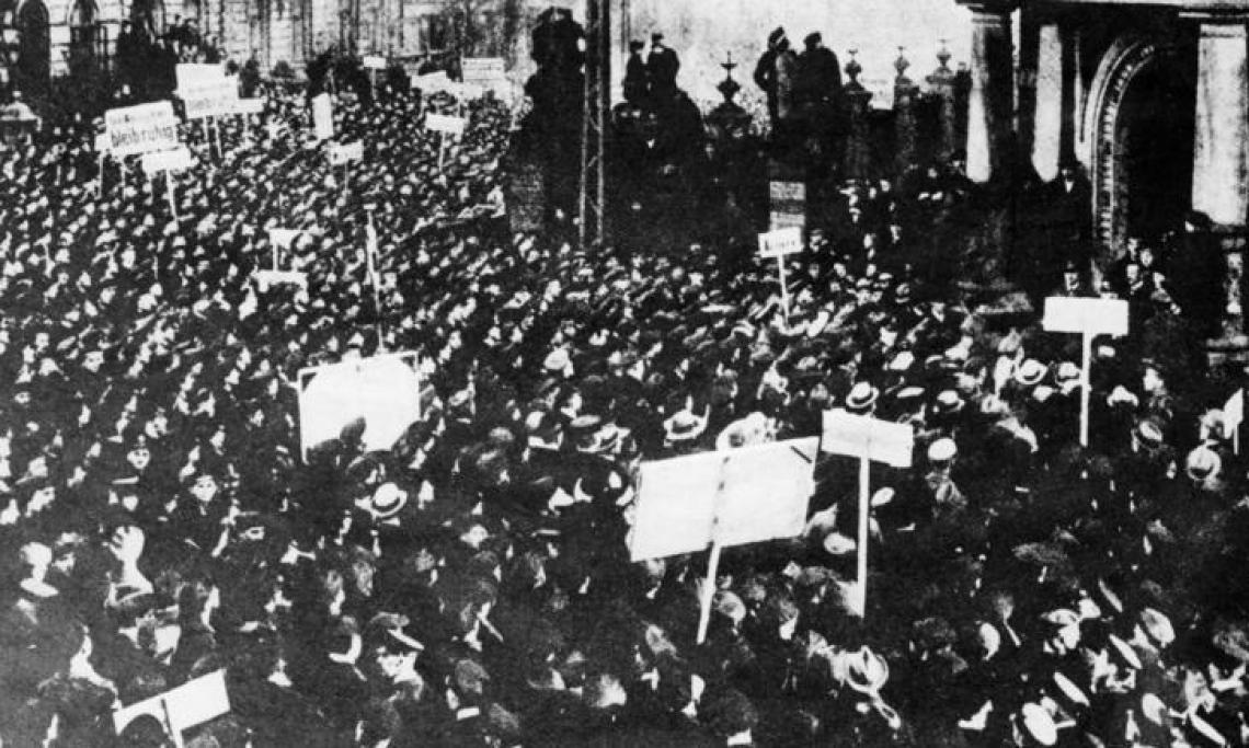 Manifestation des marins pour la paix de Kiel le 4 novembre 1918 - source : Deutsches Bundesarchiv-Domaine public