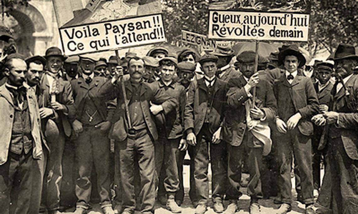 Manifestation de viticulteurs à Carcassonne le 26 mai 1907 durant la « révolte viticole » du Midi - source : WikiCommons