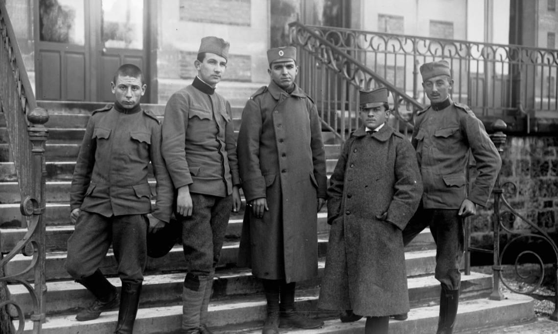 Écoliers du lycée Lakanal, Sceaux, 1916 - source : Gallica-BnF