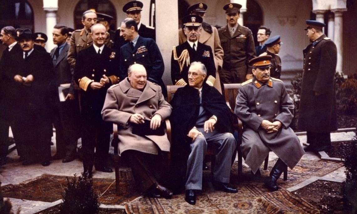 Winston Churchill, Franklin Roosevelt et Joseph Staline à Yalta, février 1945 - source : U.S. National Archives
