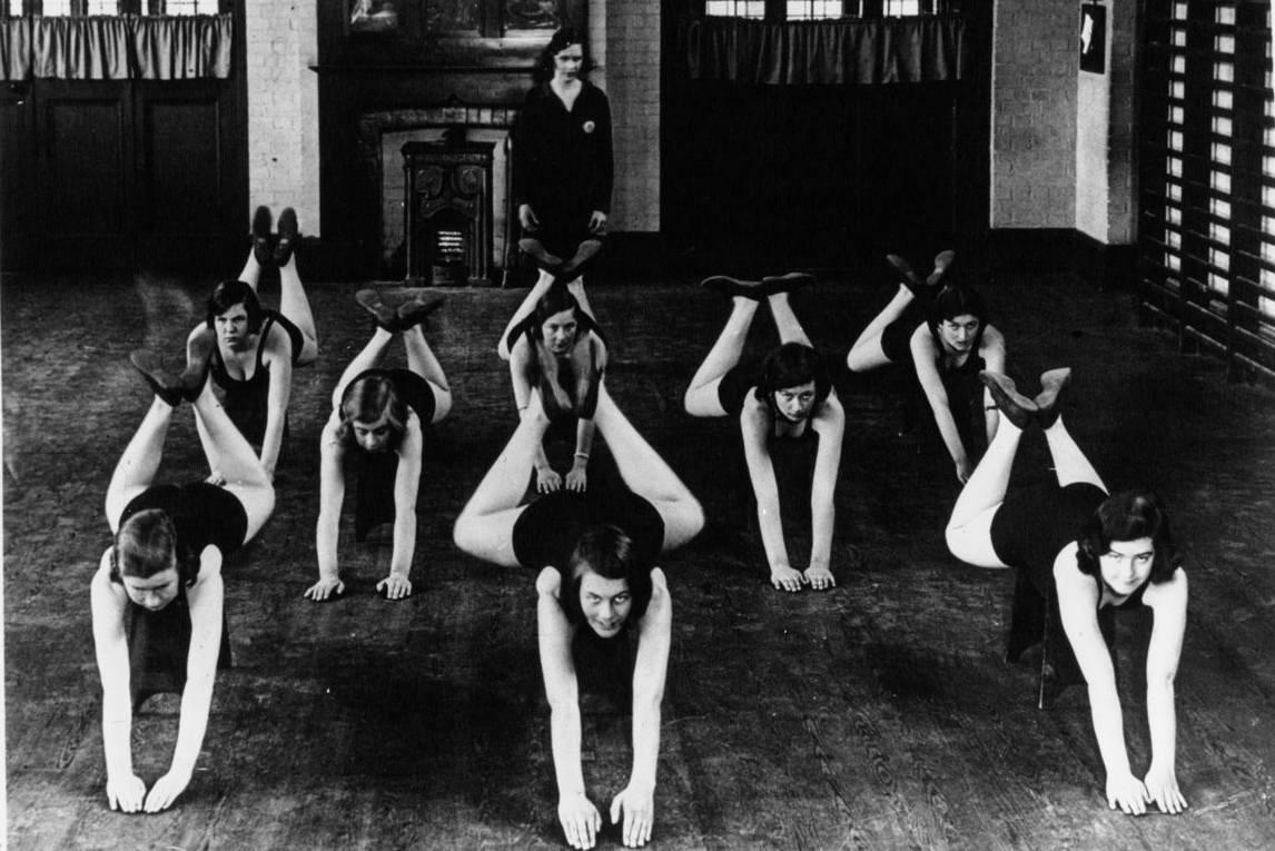 École de culture physique pour jeunes filles en Angleterre, Agence Mondial, 1932 - source : Gallica-BnF